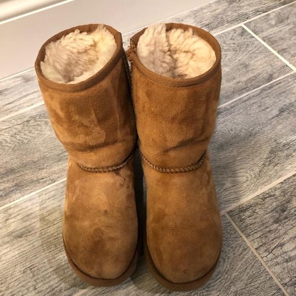 a262e452a22 UGG boots kids size 3
